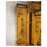 31 - Dewalt Tripod Lights