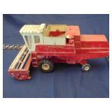 Ertl International Havester combine toy