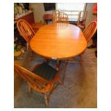 Oak Dining Table w/ (6) Chairs, (2) Leaves
