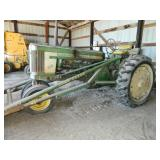 John Deere 520 Tractor (gas) w/loader new tires,