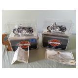 2 Harley Davidson 1:18 Die Cast Metal Motorcycles