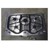 Jenn Air 5 Burner Cooktop works, has scratches and