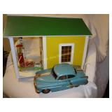 Wood Gas Station & 2 Cars & Friction Car