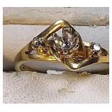 14k yg ring, center stone is missing, 2.9 grams