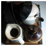 flat of stoneware and enamelware - 5 pieces