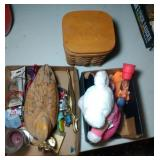 2 flat and a basket of wooden duck, brass