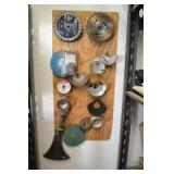 ASSORTED CIRCULAR SAW BLADES AND GRINDER GUARDS ON