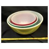 Three Piece Pyrex Nesting Bowls Set