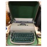 Remington Quiet Writer Typewriter In Case