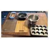 Assortment of kitchen items