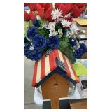 Birdhouse decor on post