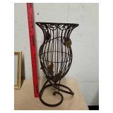 Nice metal vase stand