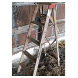 Wood 5ft. Step ladder