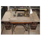 Singer Sewing Machine ANTIQUE/VINTAGE