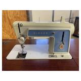 Singer sewing machine in cabinet Powers on..