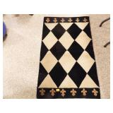 Throw Rug w/diamond pattern w/Fleur de Lis