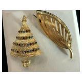 Gold plate Christmas tree&leaves brooch