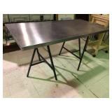 STAINLESS TABLE WITH METAL LEGS