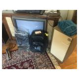 TV AND SUIT CASE LOT