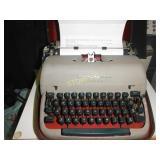Reamington Manual Typewriter w/ Case