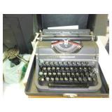 Underwood Manual Typewriter w/ Case