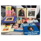 57 - VINTAGE 40 PCS  VINYL RECORDS
