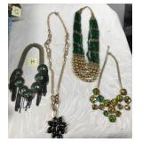 174 - 4 LOVELY NECKLACES  (H)