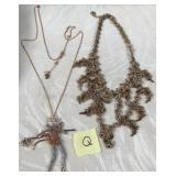 174 - LOT OF 2 NECKLACES (Q)