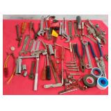 11 - MIXED LOT OF HAND TOOLS: SEE PICTURES