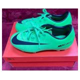 152 - NEW NIKE YOUTH NEON GREEN CLEATS 11.5 (1)