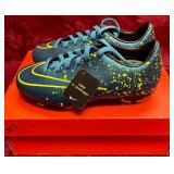 152 - NEW NIKE BLUE W/YELLOW CLEATS 10.5 (2)