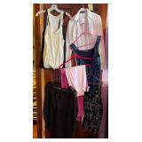 903 - LADIES CLOTHING SIZES MED & LG (I)