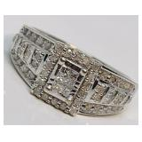 10KT WHITE GOLD .68CTS DIAMOND RING