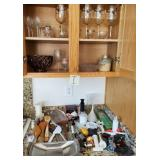 809 - CONTENTS OF CUBPBOARD AND COUNTERTOP (I)