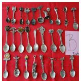 809 - LOT OF 26 COLLECTOR SPOONS (B)