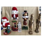 809 - 5 NUTCRACKERS (INCLUDES PAIR OF GOLD)