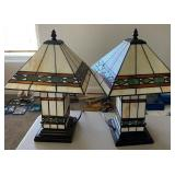 850 - PAIR OF MATCHING STAIN GLASS TABLE LAMPS