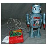 Linemar R-35 Battery Op Robot