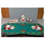 SELECTION OF VINTAGE CHRISTMAS DÉCOR - TABLE