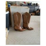Size 71/2 ladies boots