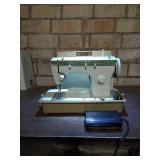 Singer brand fashion mate 252 model sewing