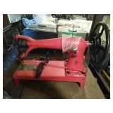 Large singer brand sewing machine. Has been