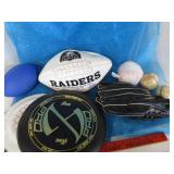 Sports lot; Radiers football, baseballs,