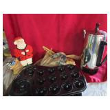 Kitchen lot; coffe maker, baking pan & more