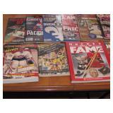 Lot de livres et revues de hockey