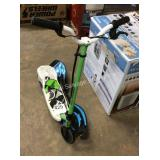 1 LOT SCOOTER AND SKATEBOARD
