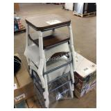 1 LOT 4 BAR STOOLS