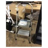 1 LOT STEP STOOL
