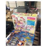 1 LOT BARBIE DREAM HOUSE