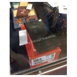 1 LOT WINDOWS VERIZON BLACK 32GB W/ ACCESSORIES